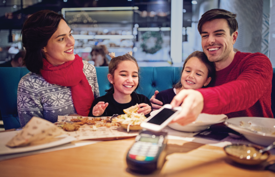 family-dining-tap-to-pay